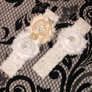 2 Lace Garters with Flowers and Rhinestones